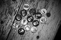 Broke, FotoSchiko, Buttons